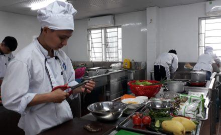 Học đầu bếp bao lâu có thể xin được việc ?