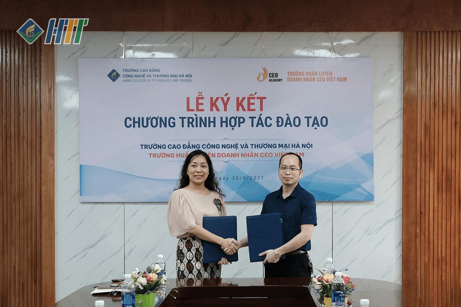 Lễ kí kết hợp tác đào tạo giữa HTT với Công ty cổ phần Trường Huấn luyện doanh nhân CEO Việt Nam